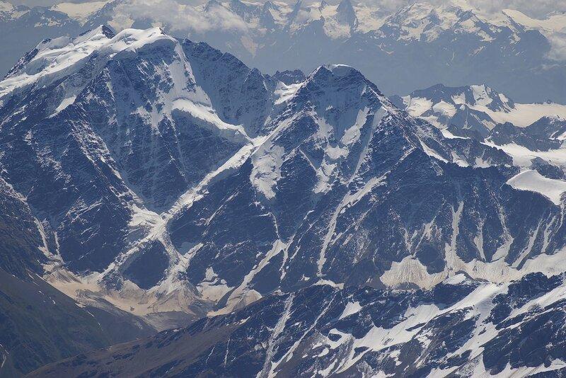 Донгуз-Орун-Чегет-Кара-Баши со склона Эльбруса