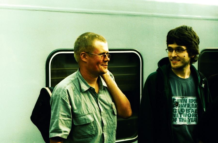 2010, cross-processing, город, кросс-процесс, лето, люди, москва, парень, пленка, плёнка, поезд, россия