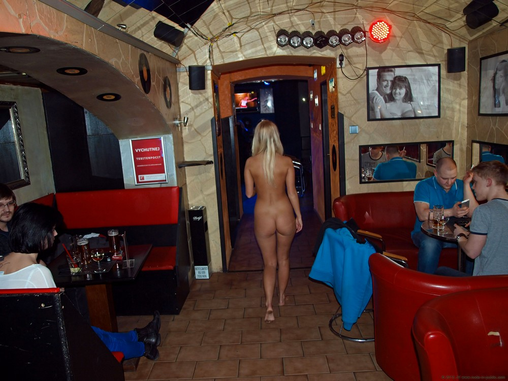 Tereza разделась в баре