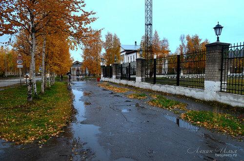 Фото города Инта №8131  Кирова 32, 28 и стадион (район автобусной остановки