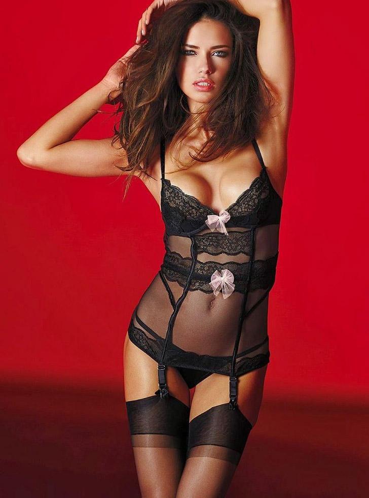 5. Модный дом Victoria's Secret традиционно радует совершенством форм и изяществом силуэтов.