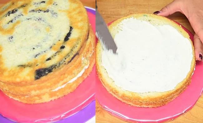 Когда бисквиты остынут, срежьте укаждого верхний слой ипромажьте его кремом. Наэто должна уйти пр