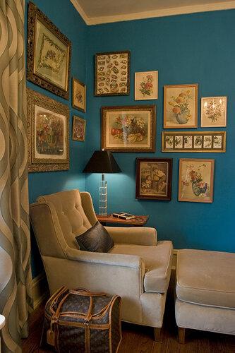 Синий цвет в интерьере придает благородство.  Его часто используют в...