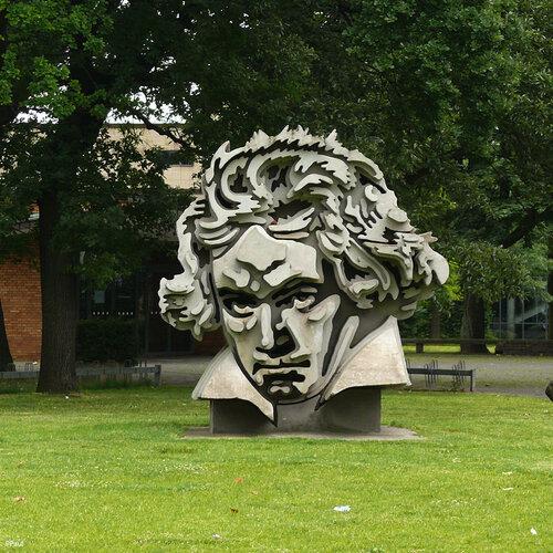 Памятник Бетховину в Бонне