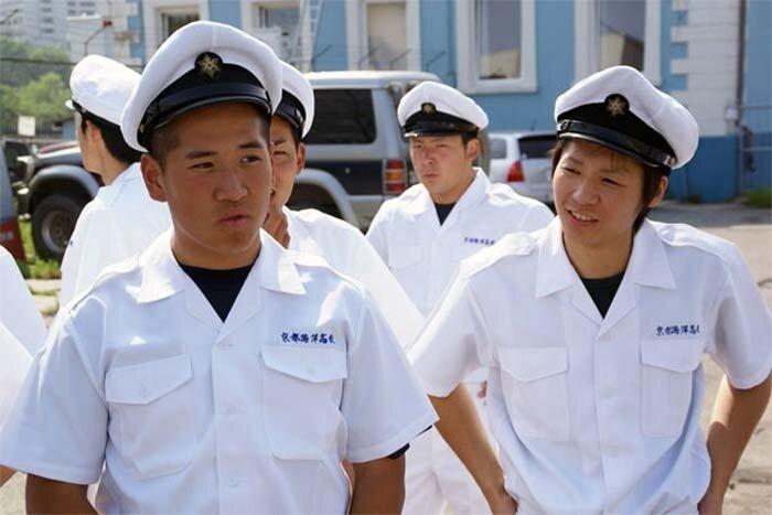курсанты из японии в порту приморья