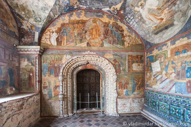 Врата Северного придела Ильинской Церкви в Ярославле
