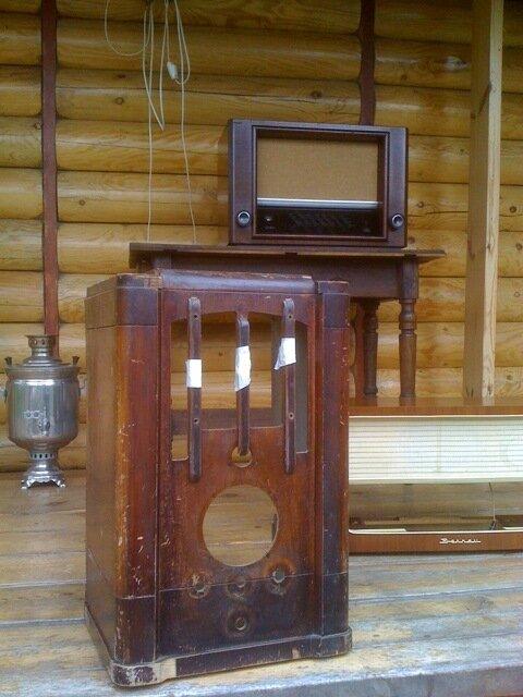 Самый роскошный радиоприемник Советской власти СВД М . Делалось в 1937 году с американского Зенита.