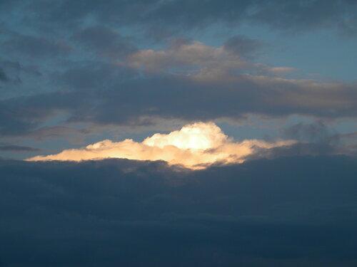Свечение в облаках