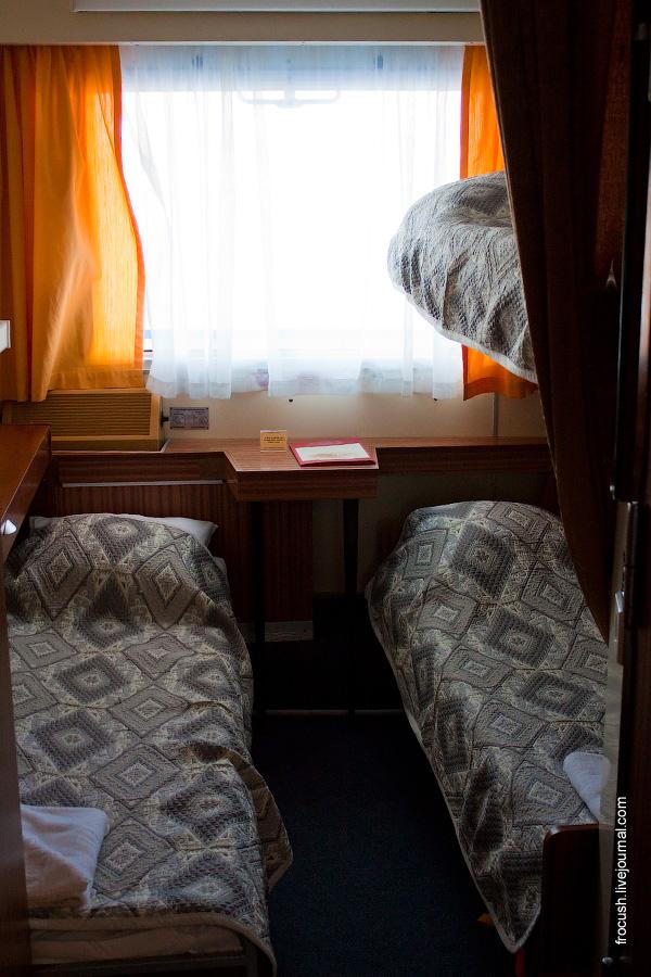 Трехместная двухъярусная каюта №77 на средней палубе теплохода «Сергей Кучкин»