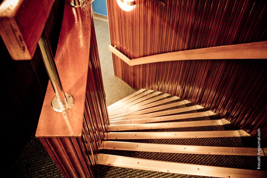 Лестница на среднюю палубу