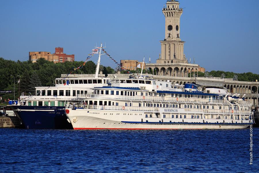 12 июня 2010 года. Теплоходы «Тихий Дон» и «Н.А.Некрасов» у причала Северного речного вокзала Москвы