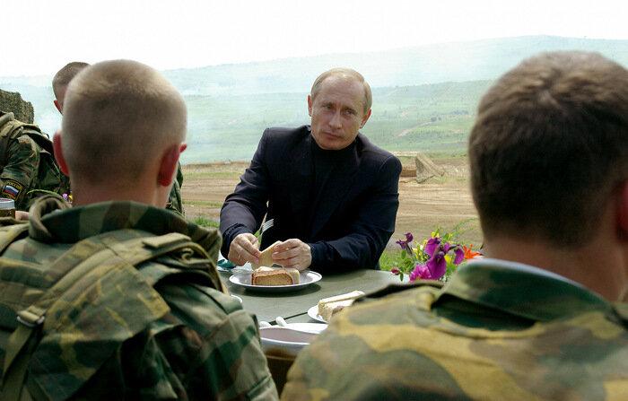 Солдаты с В.В.Путиным