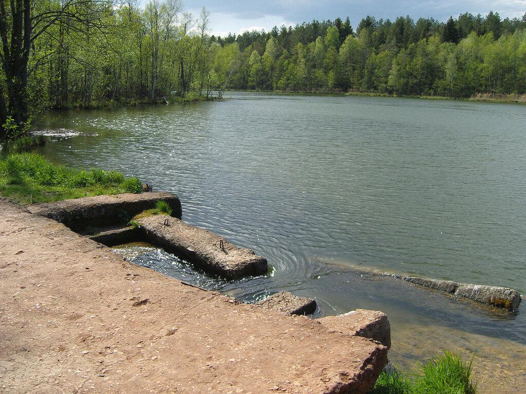 плотина у реки Колпь