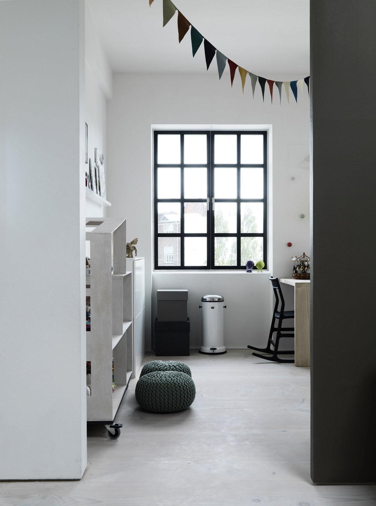 Мортен Бо Дженсен, Morten Bo Jensen, Vipp, скандинавский стиль интерьера, интерьер в светлом стиле, светлая паркетная доска, обзор квартиры, Дания