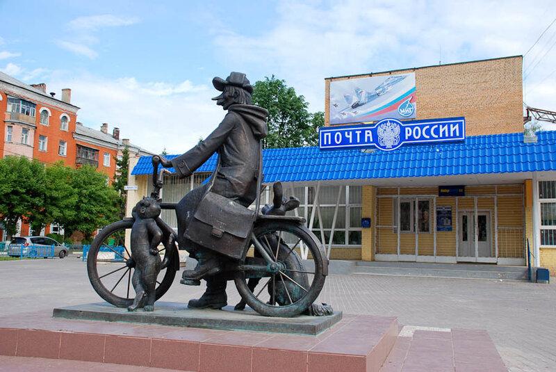 Есть в России три столицы и порт пяти морей...