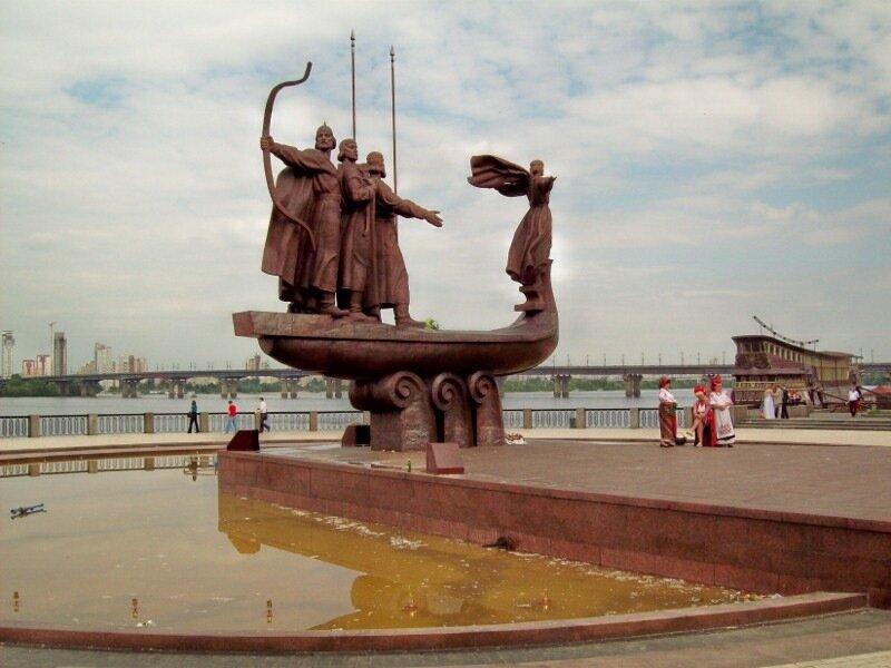 Памятник основателям Киева на Днепре