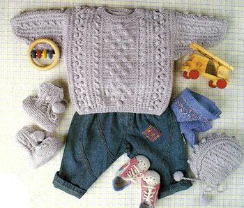 Пуловер, шапочка и пинетки для малыша спицами