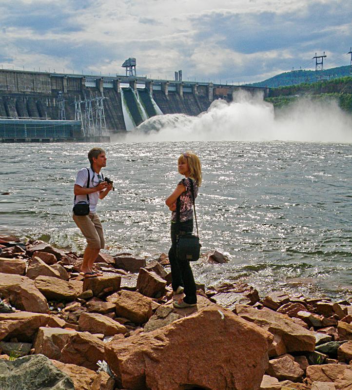 Возле ГЭС