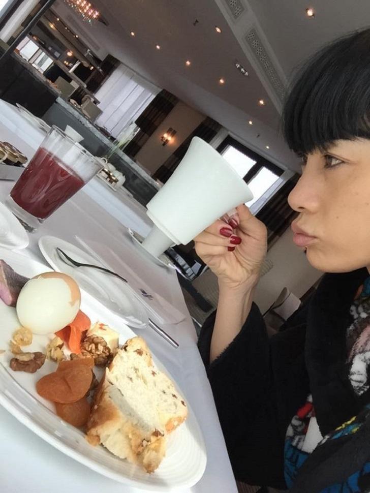 49-летняя актриса Бай Лин выглядит краше многих 25-летних!