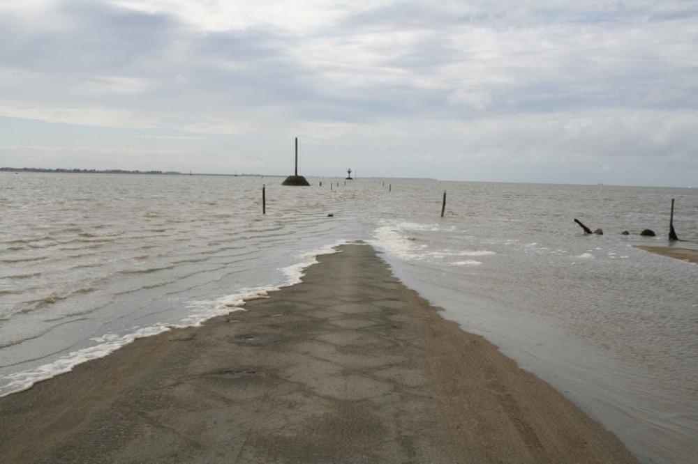 Эта дорога уходит под воду дважды всутки