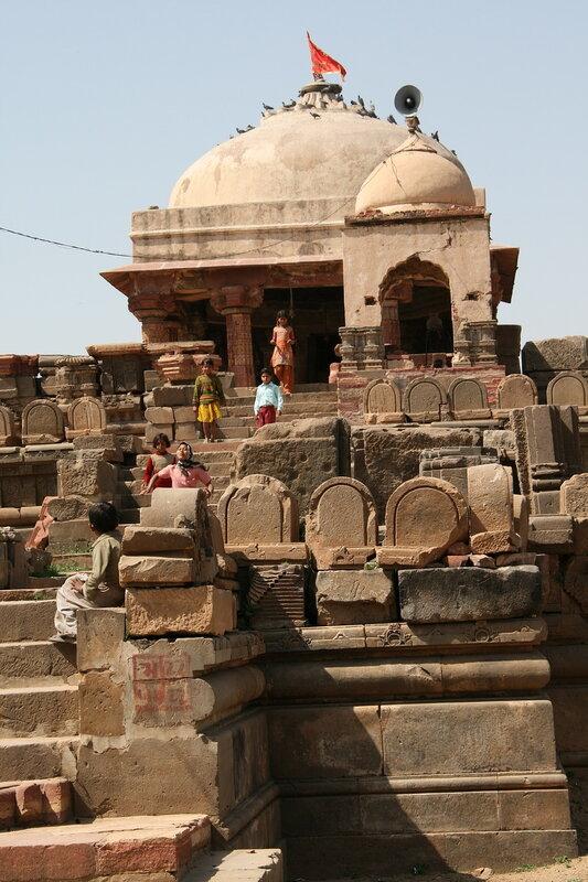 Храм Harshshat Mata