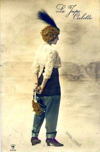 Женщина в брюках
