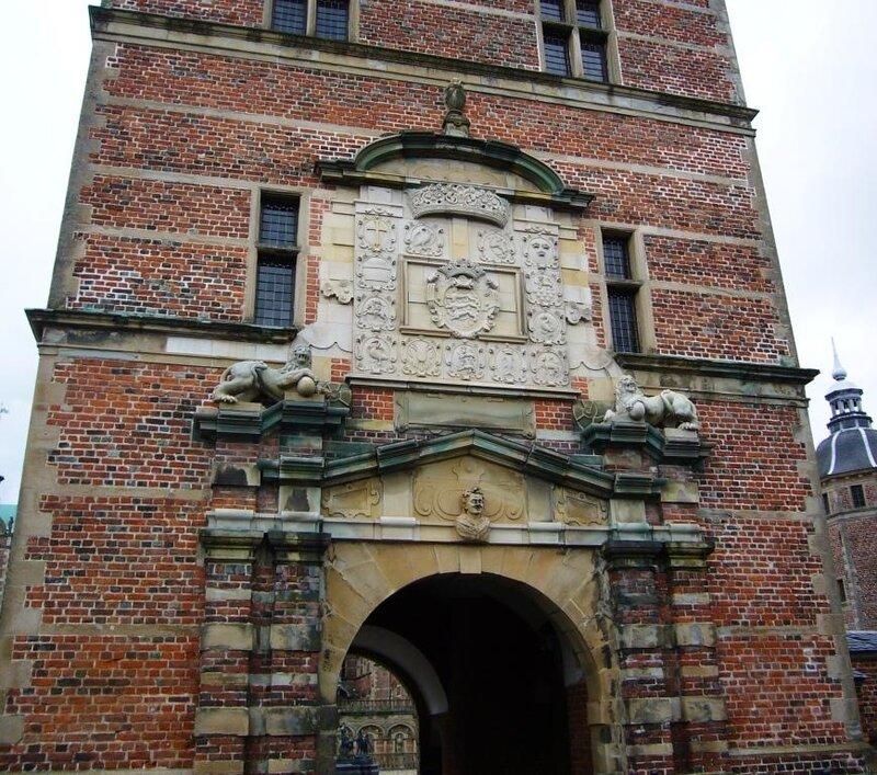 Башня с входными воротами в замок Frederiksborg.