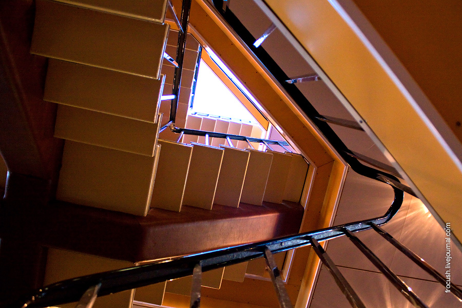 Лестница в кормовой части теплохода Александр Радищев