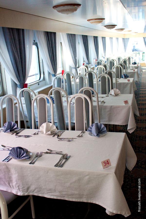 Ресторан Волга в кормовой части средней палубы теплохода Александр Радищев