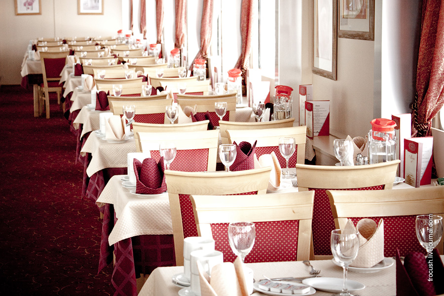 Ресторан «Катрина» в кормовой части средней палубы теплохода «Лев Толстой»