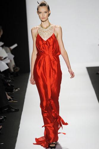 ...вечернее платье от Badgley Mischka. красное длинное вечернее платье.