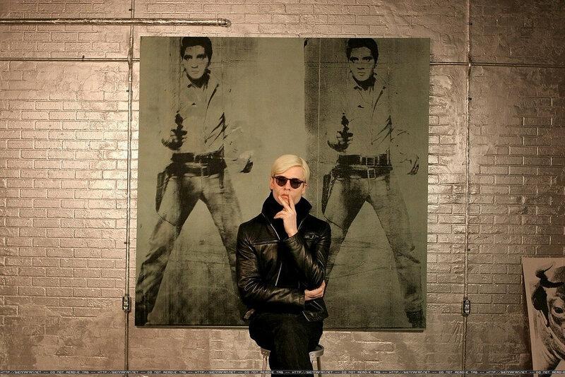 Guy Pearce as Andy Warhol in Factory Girl