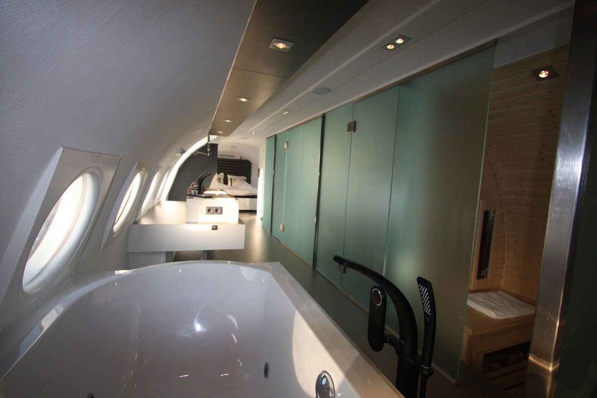 обзоры отелей, самые эксклюзивные отели мира, отель в самолете, отели Нидерланды, самые необычные отели мира, Airplane Suite, отель в Teuge, ИЛ-18