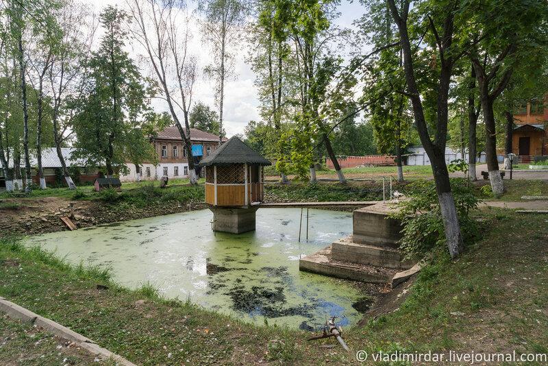 Монастырский пруд. Крестовоздвиженский монастырь.