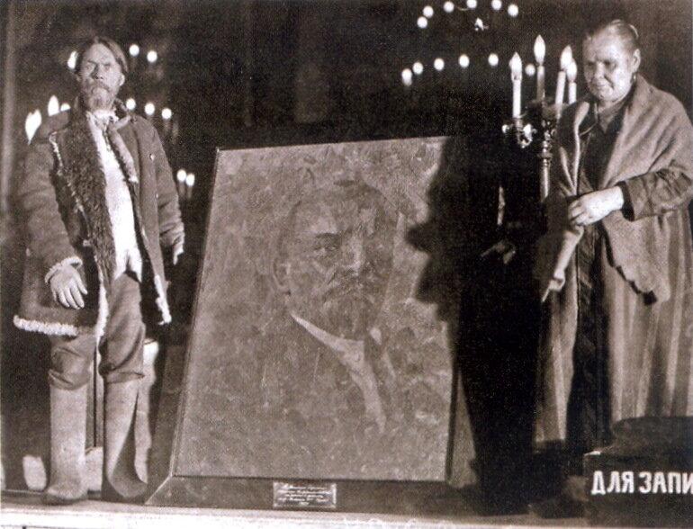 Представители табачных фабрик передают портрет В.И.Ленина, выполненный из различных сортов табака, в дар XVI партконференции. 1927 г.
