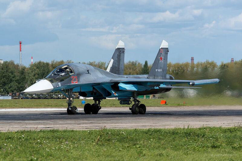 Сухой Су-34 (RF-95810 / 23 красный) D800382