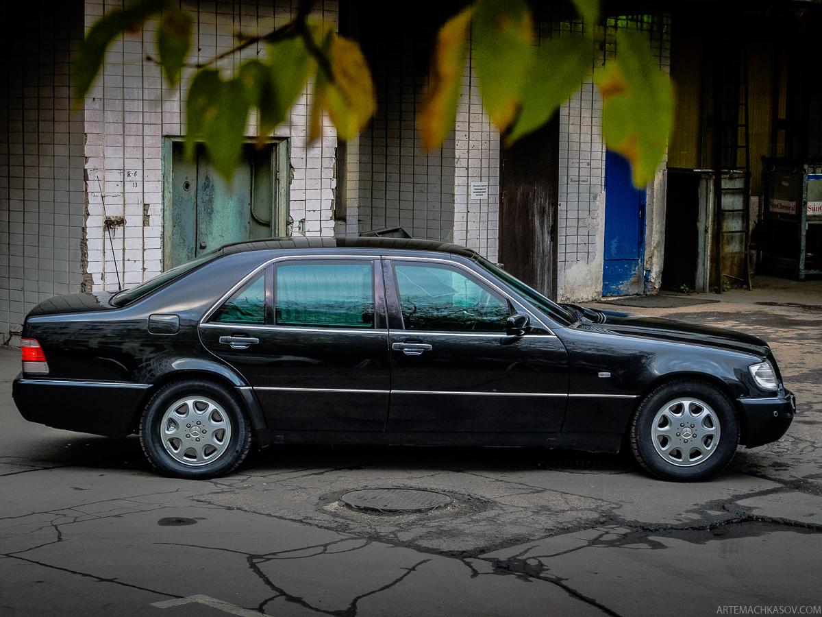 Но в целом хотя водителю и приходится тяжелее, чем на обычном авто, S600 очень комфортен для охраняе