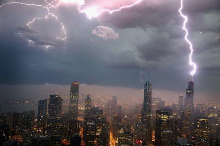Красивые фотографии молний в самых разных местах и ситуациях 0 a5521 1c369ada orig