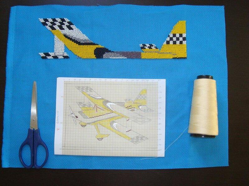 Начала вышивать самолёт