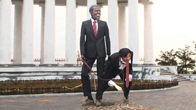 Вцентре Одессы установили издевательский памятник Саакашвили иОбаме