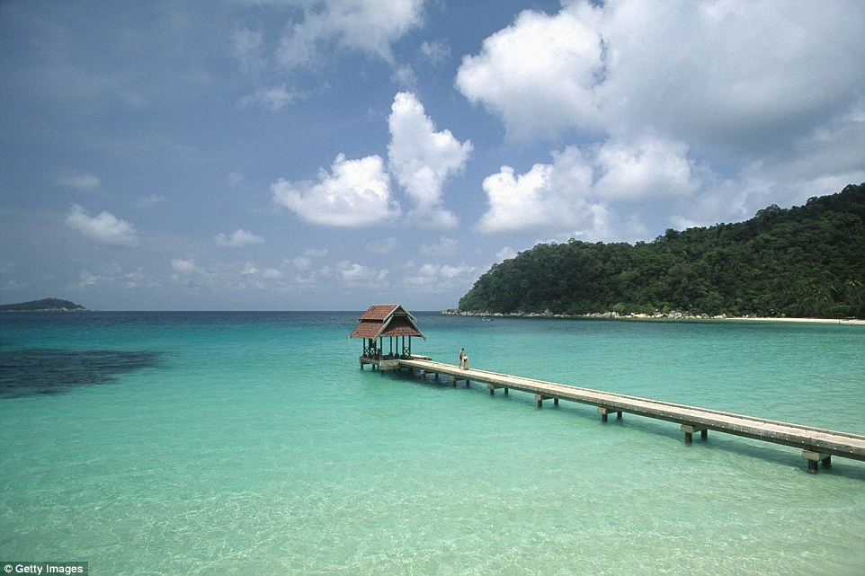 Кристально чистые воды и почти полное отсутствие людей на Перхентианских островах в Малайзии.