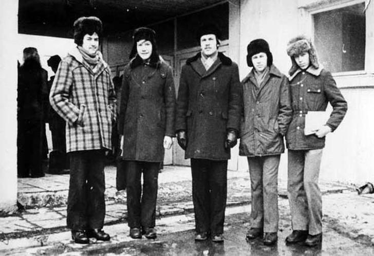 6. Еще один пример одежды на холодную пору года. Очень популярное пальто в клеточку (слева) желали и