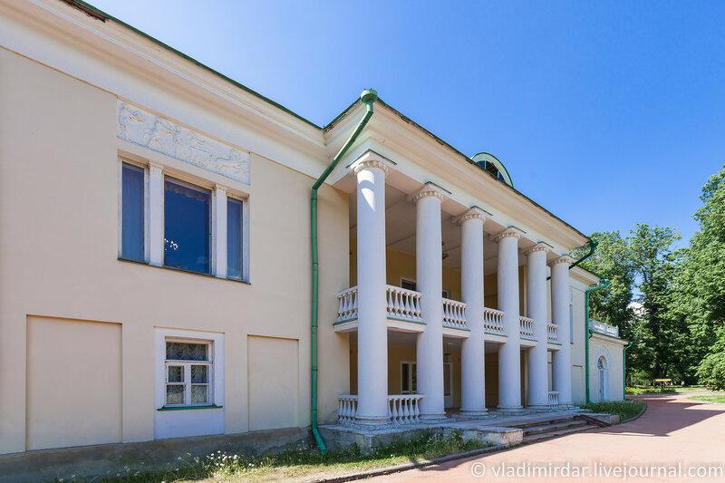Восточный фасад главного здания усадьбы Горки