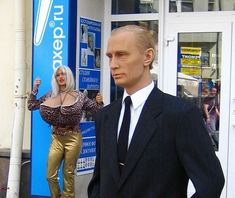 на Арбате и Путина можно встретить :-)