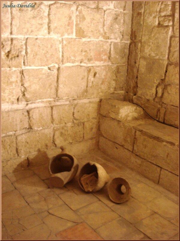La Almudaina. Остатки средневекового туалета.