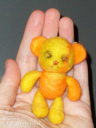 валяный медвежонок, набит синтепоном