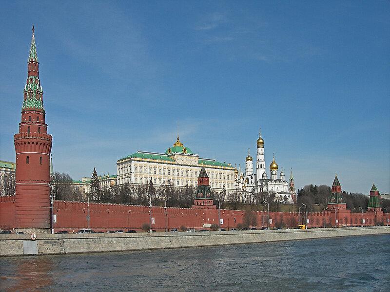 Московский кремль. Панорамный вид с Москвы реки.