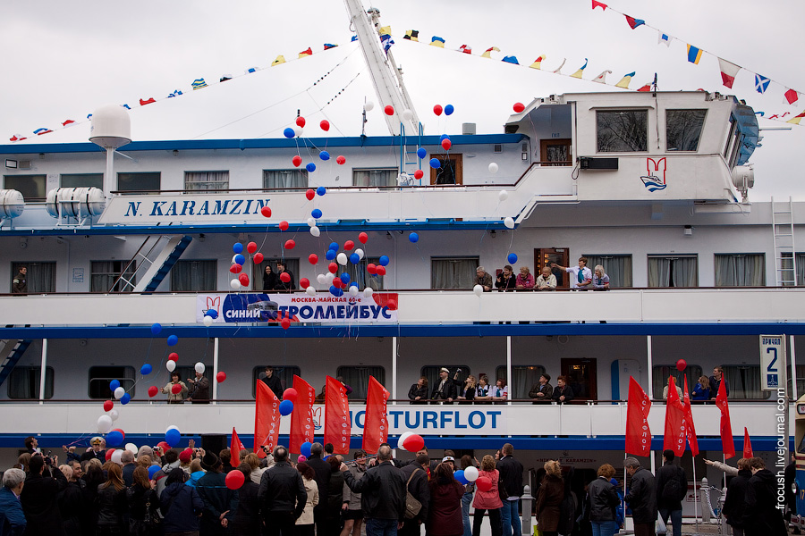 30 апреля 2010 года. Теплоход «Николай Карамзин» у причала Северного речного вокзала Москвы
