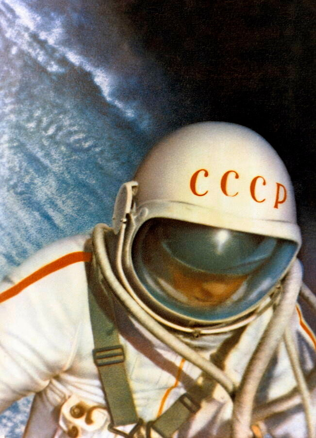 1965 Alexei Leonov, First Space Walk.jpg
