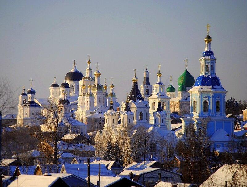 Храмов золотые купола,Как чудесны вы под зимним солнцем!